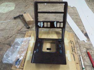 extra gaten in houten gefineerd auto interieur
